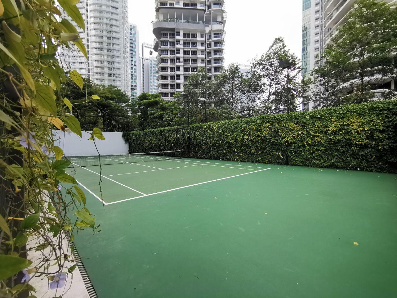 8 st thomas tennis court