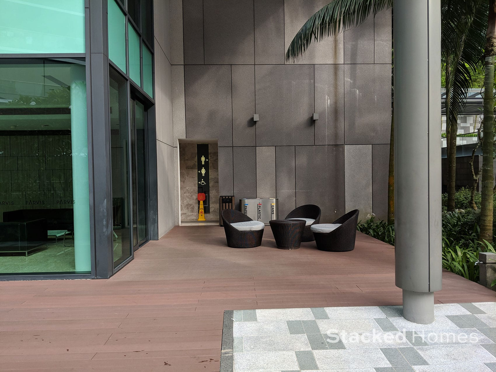 parvis condo seating area