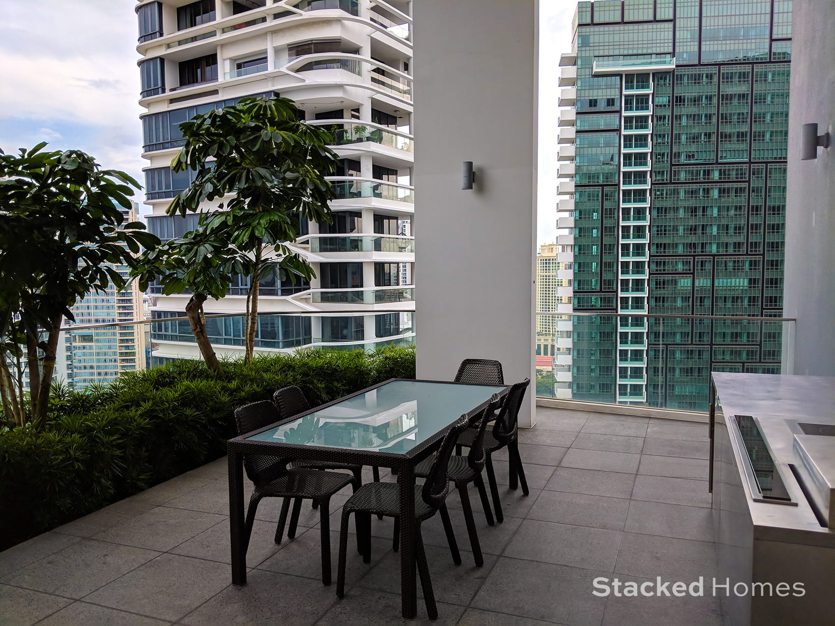 espada condo outdoor dining