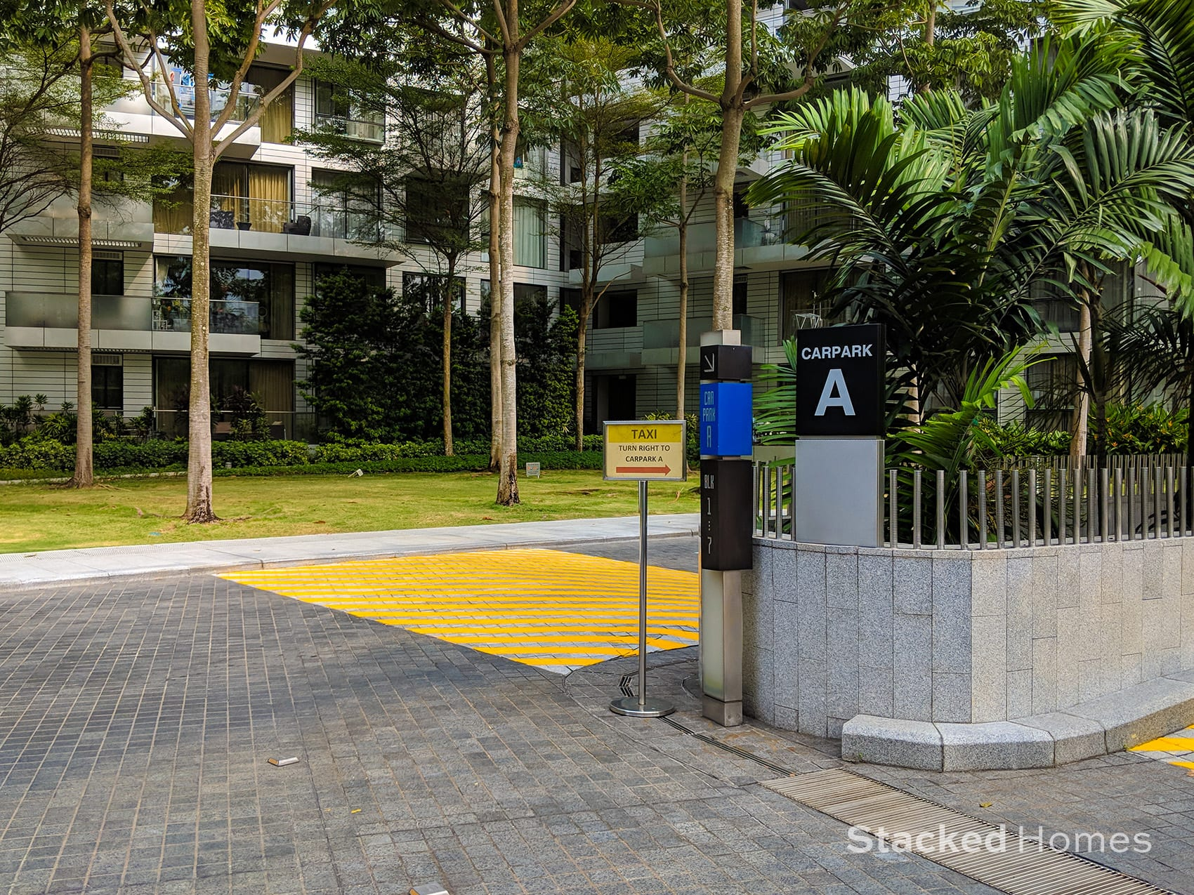 reflections at keppel bay carpark entrance