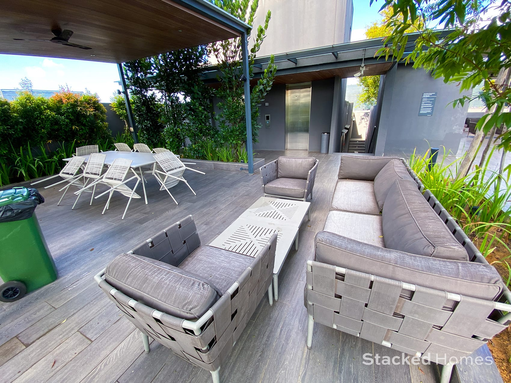 Robin residences outdoor dining seating