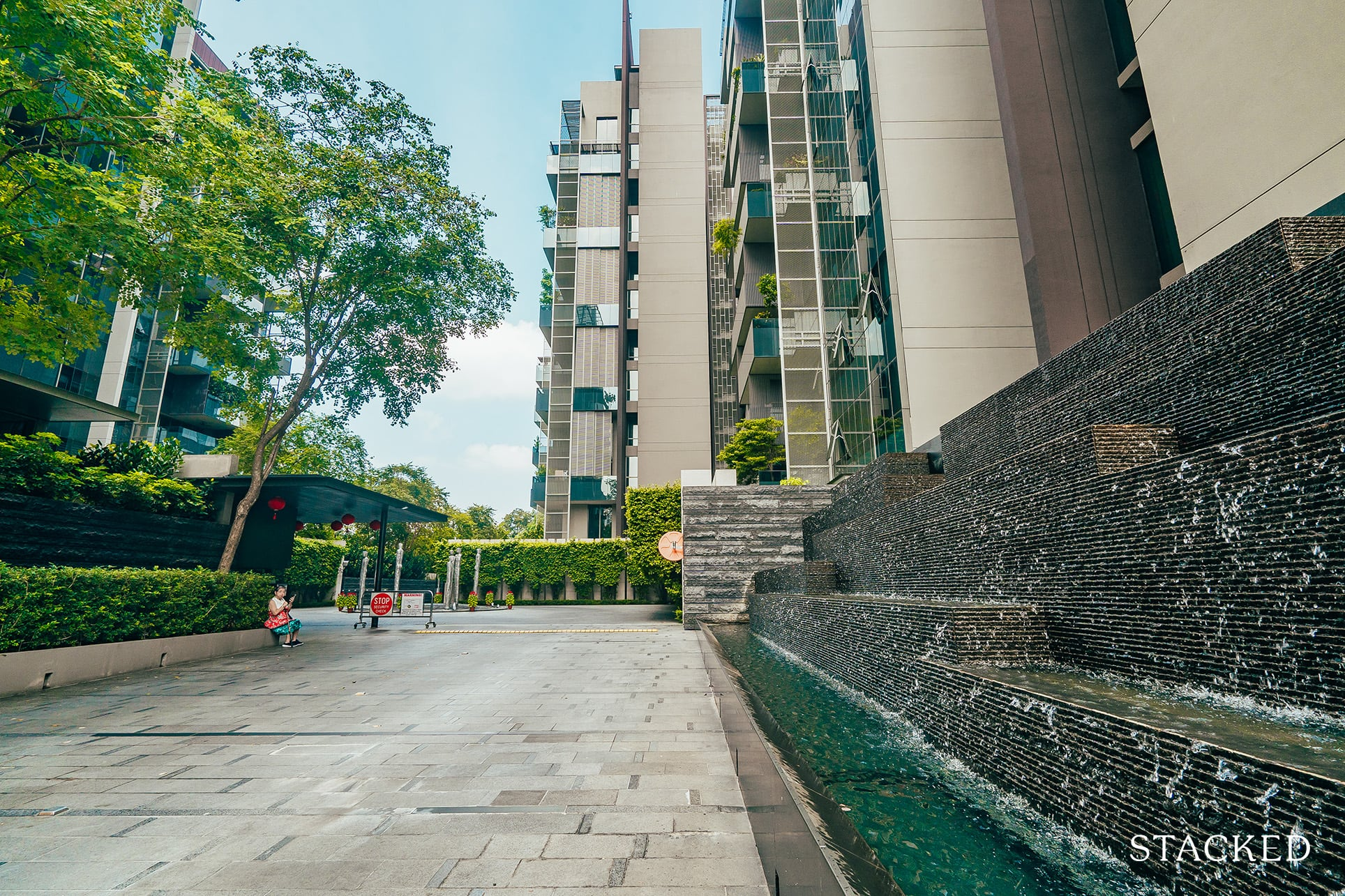 Leedon residence entrance water feature