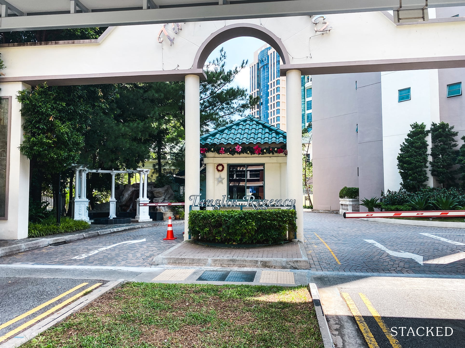 Tanglin Regency entrance
