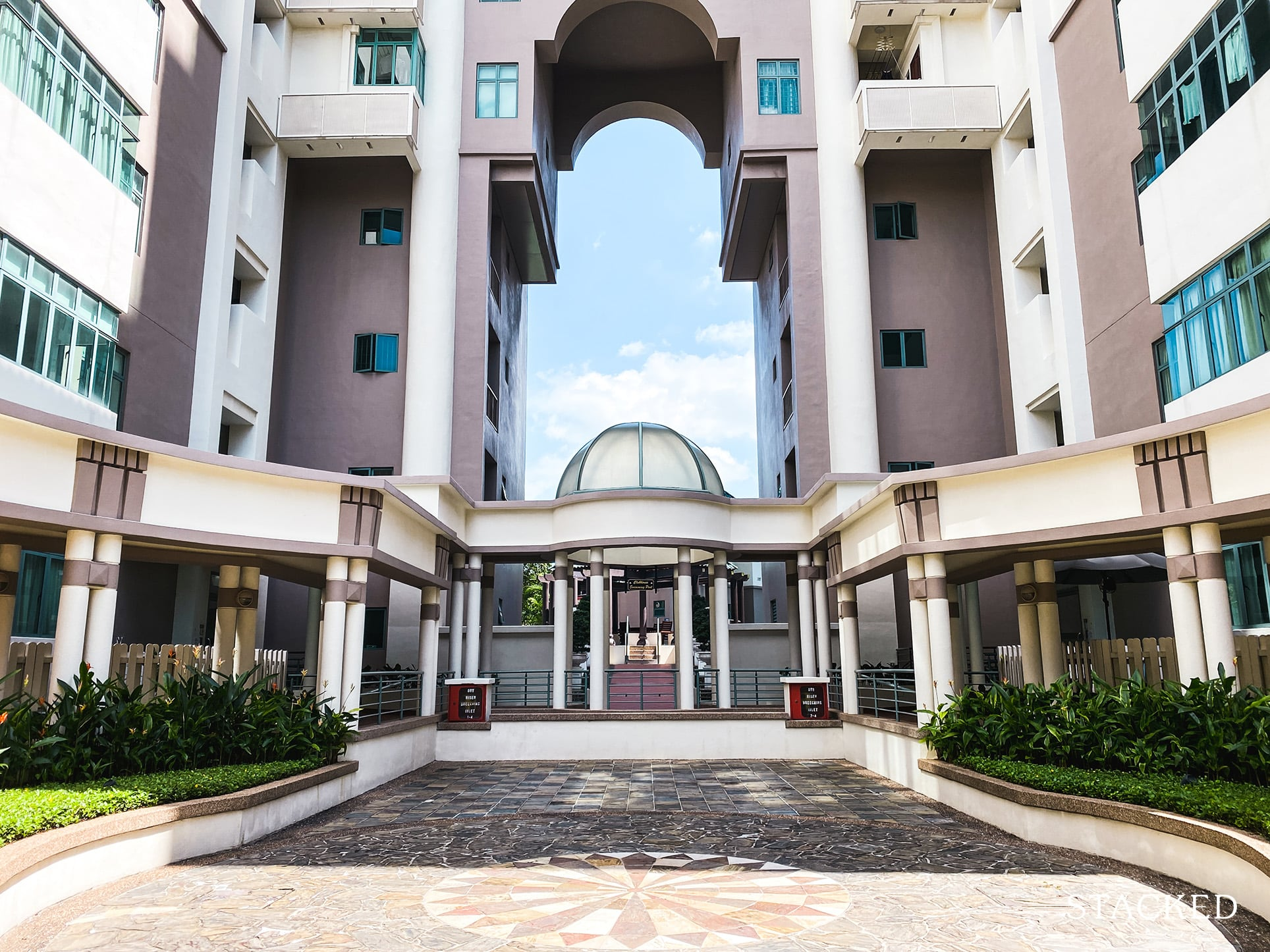 Tanglin regency open courtyard