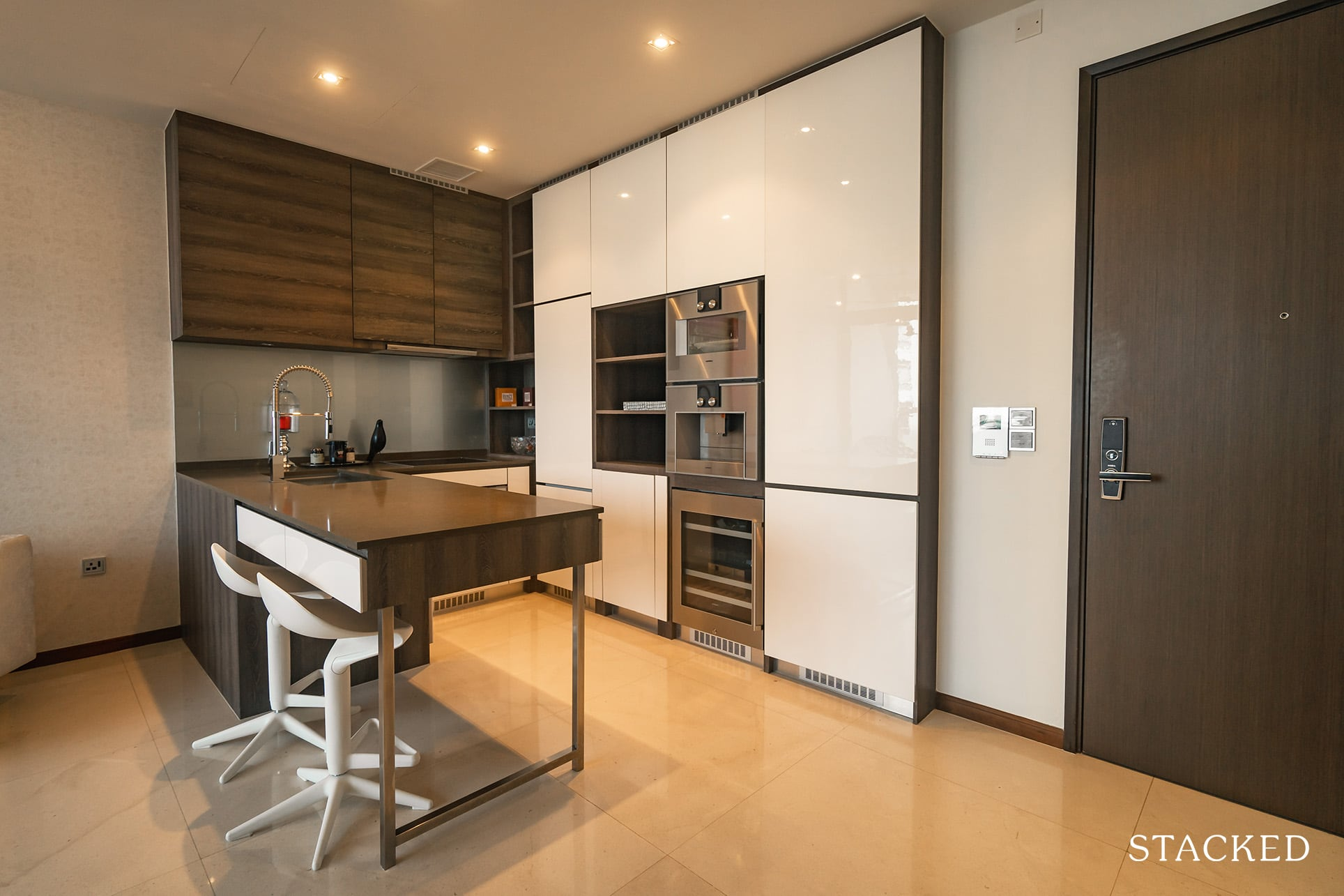 the Scotts tower 2 bedroom kitchen