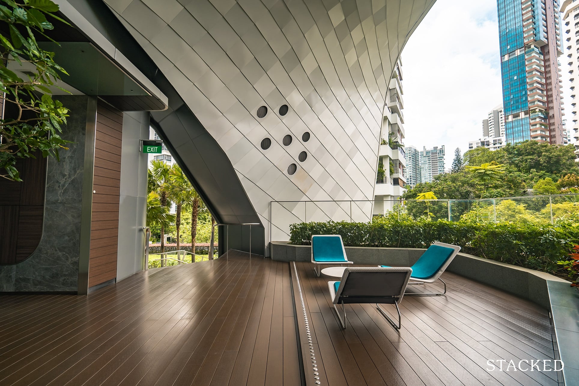 the Scotts tower seating deck