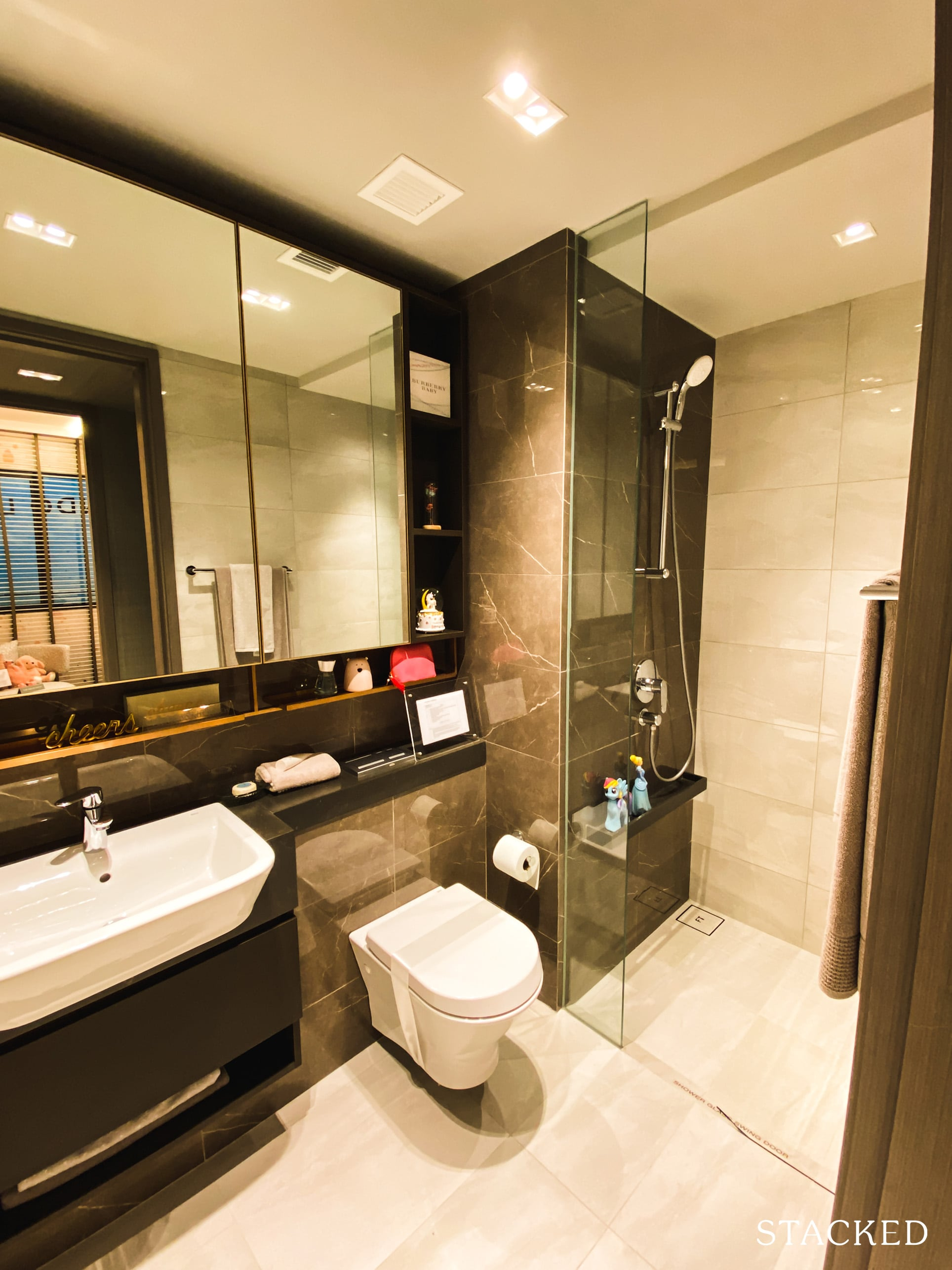 Florence Residences 2 bedroom deluxe common bathroom