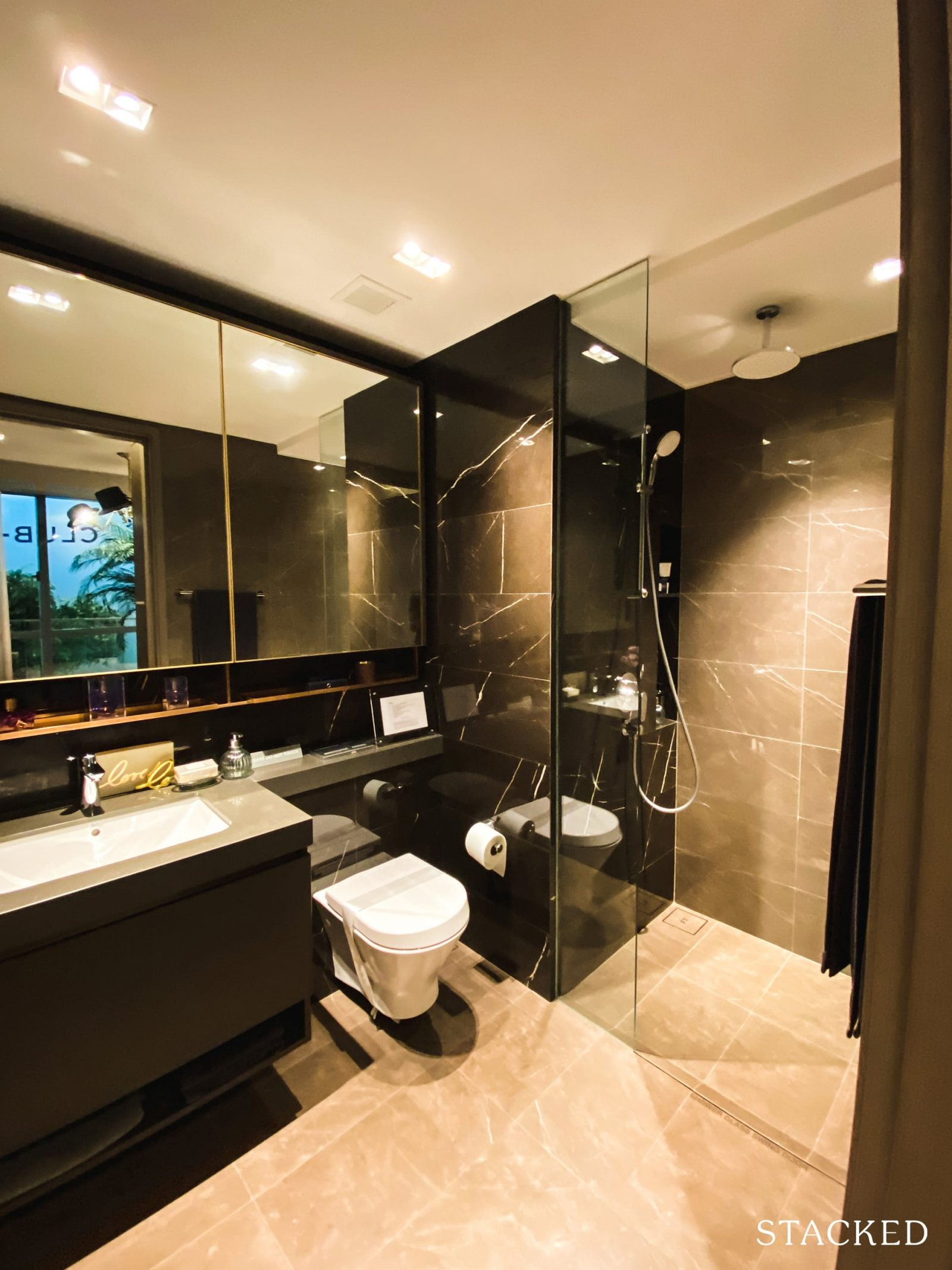 Florence Residences 2 bedroom deluxe master bathroom