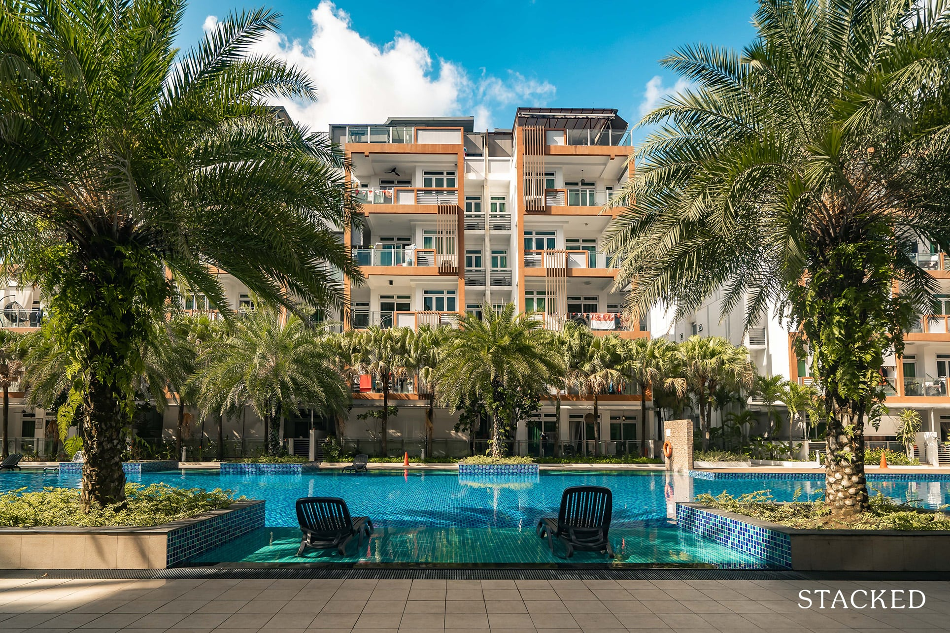 parc rosewood main pool deck chairs