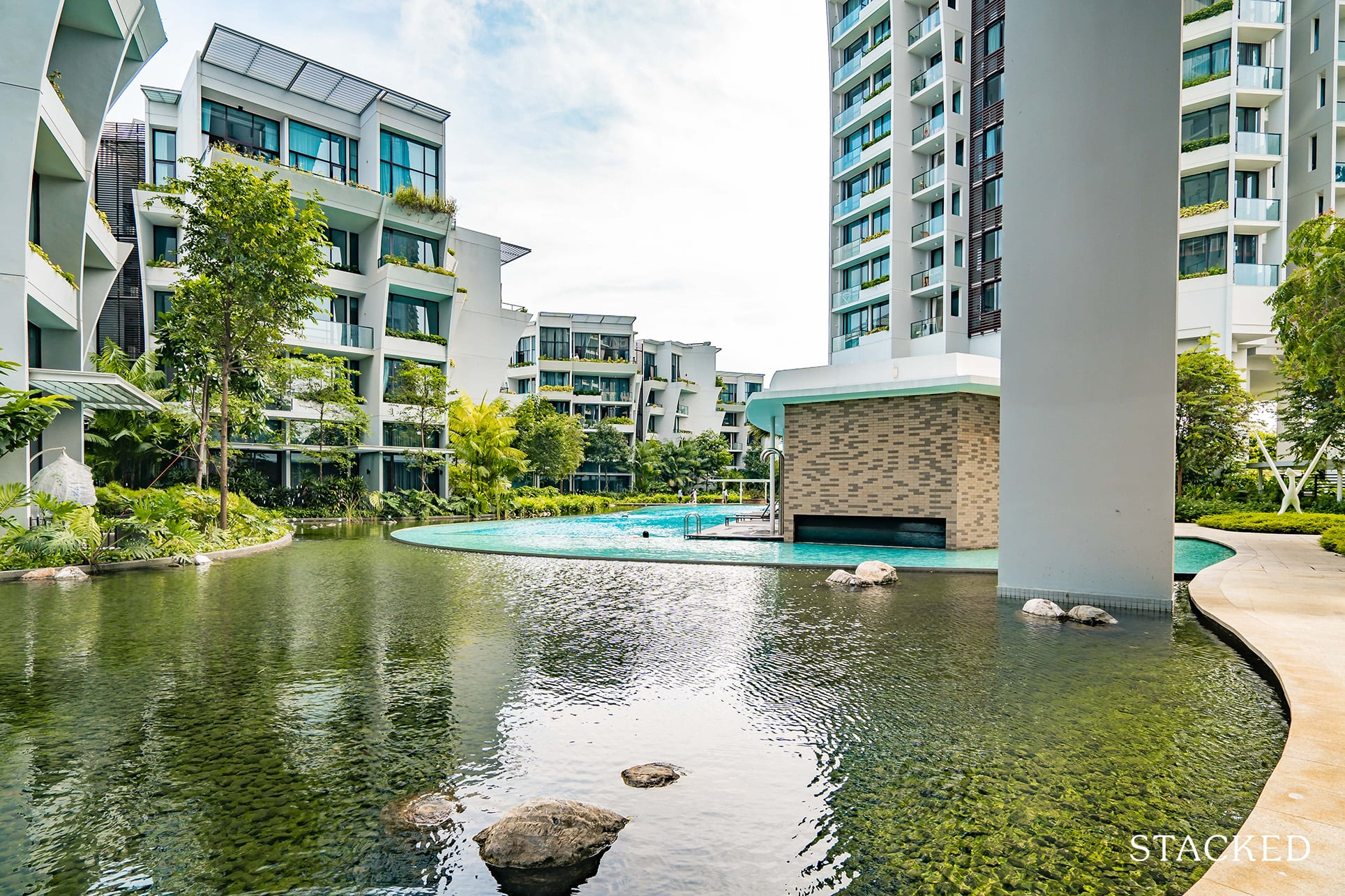 the crest condo swimming pool