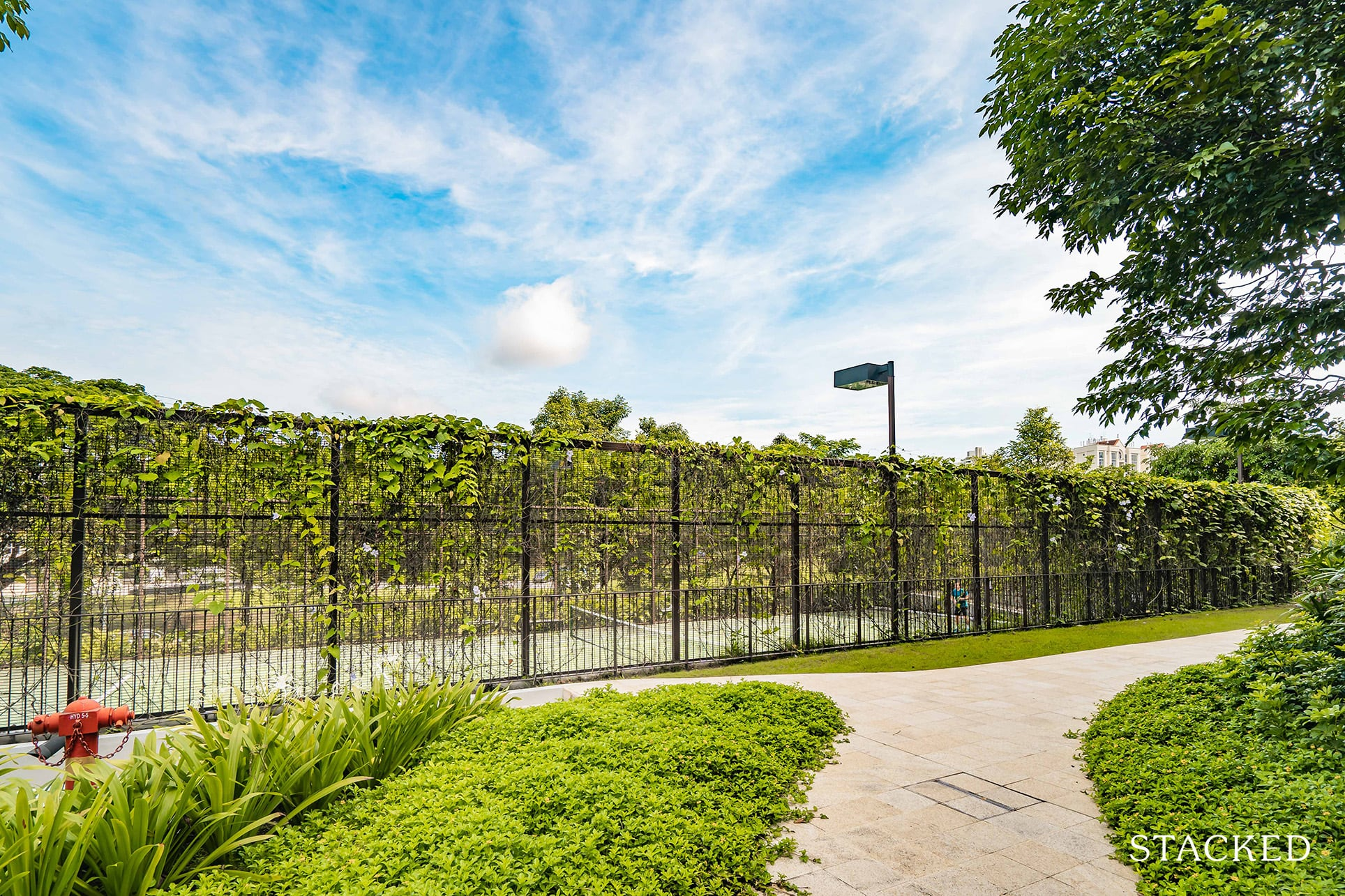 the crest condo tennis court