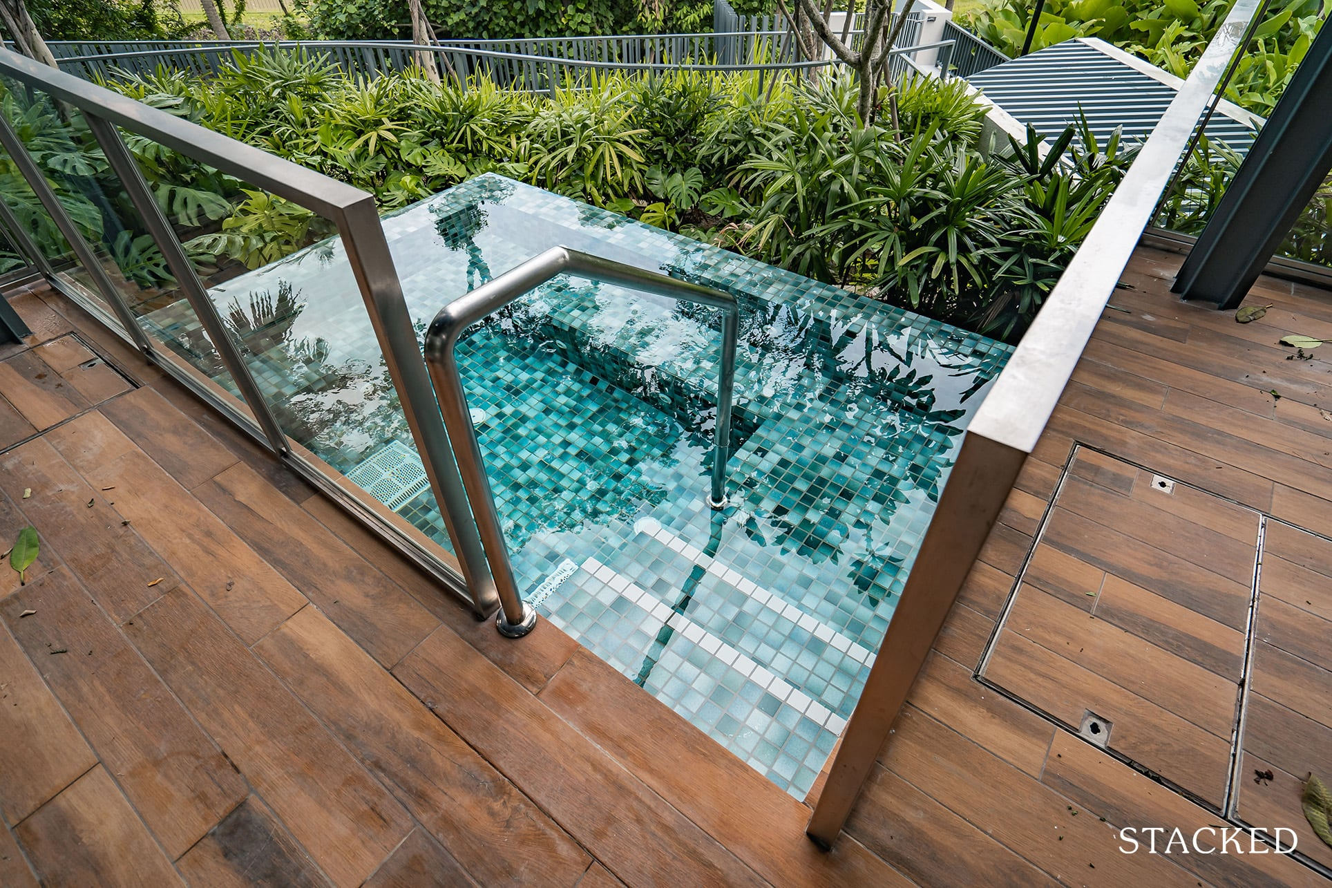 twin vew dining pavilion jacuzzi