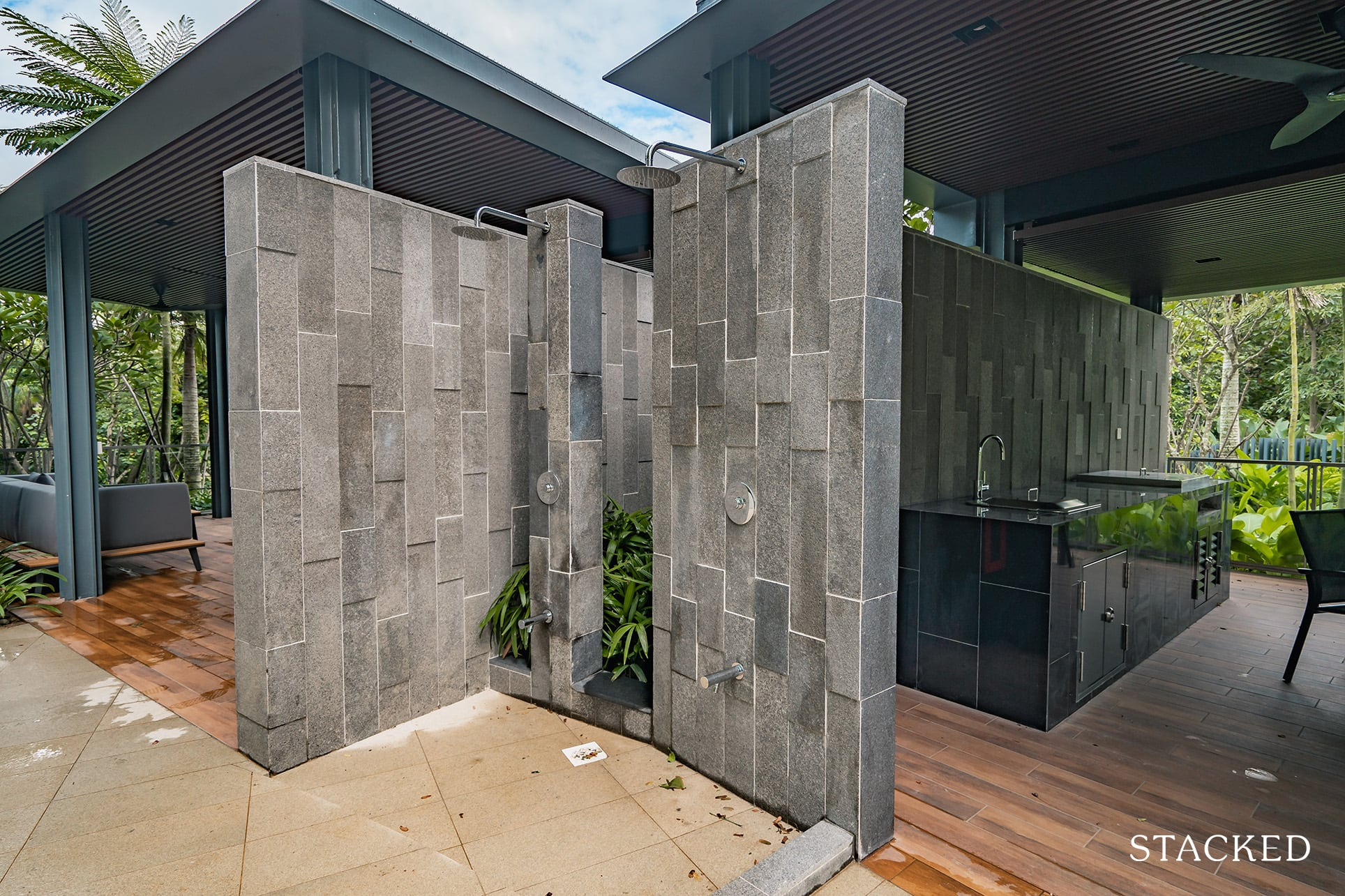 twin vew dining pavilion shower