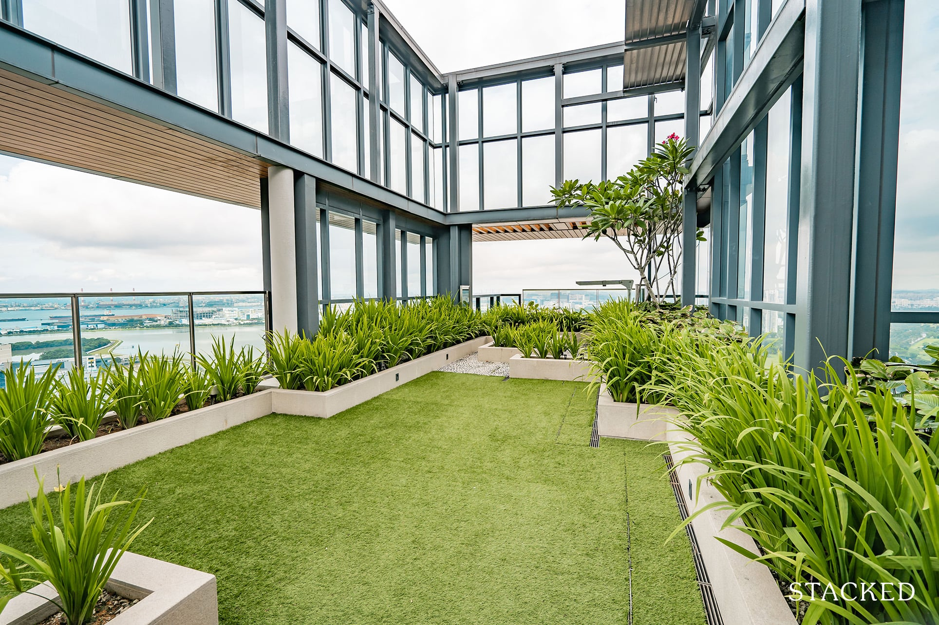twin vew rooftop lawn
